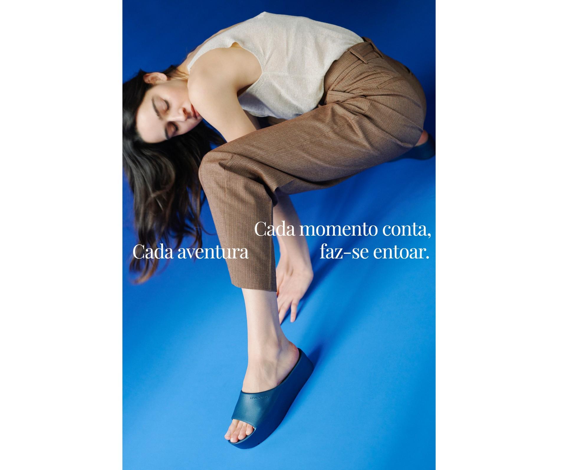 slides azul metálico para mulher primavera verão