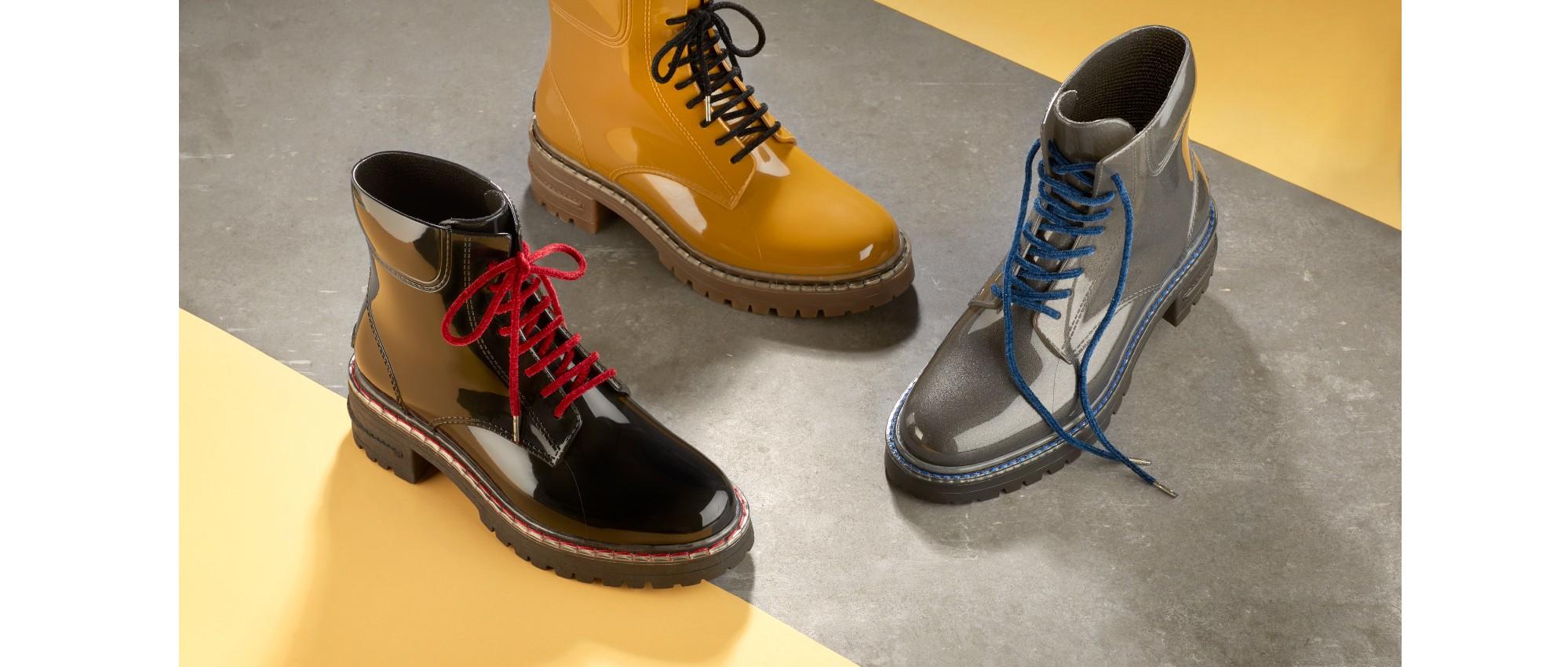 Woman militar boots